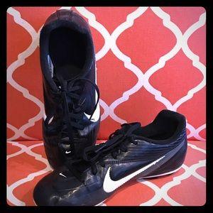 Nike Boys Size 4.5 Soccer Cleats